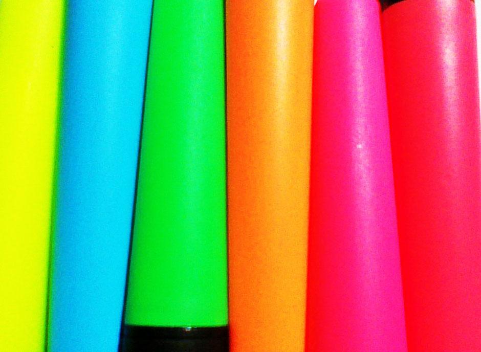 6 verschiedene knalligbunte Farben... Wie können sich Mitarbeiter verstehen? Wie funktioniert ein gutes, buntes Betriebsklima?