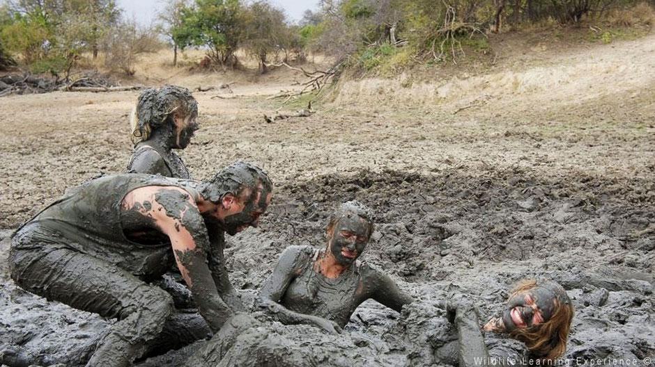 Modderbad van vrijwilligers