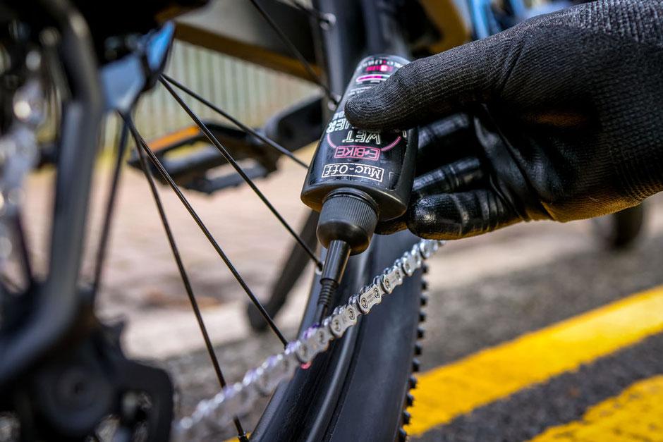 Schmierung der e-Mountainbike Kettenglieder
