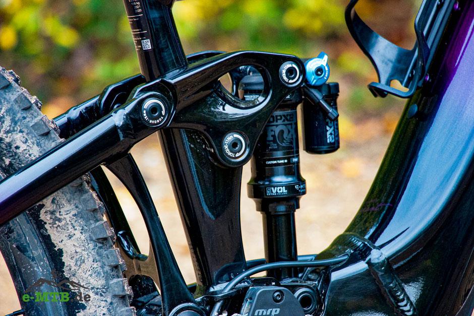Mit dem Maestro Hinterbau und 150/140 mm ist das Intrigue X E+ ein potentes Trailbike