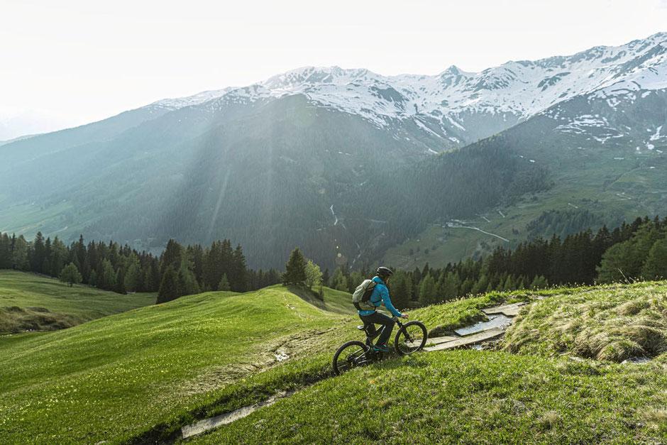 Das beste Tourenfully e-MTB der Saison 2021 ist das Riese und Müller Delite Mountain