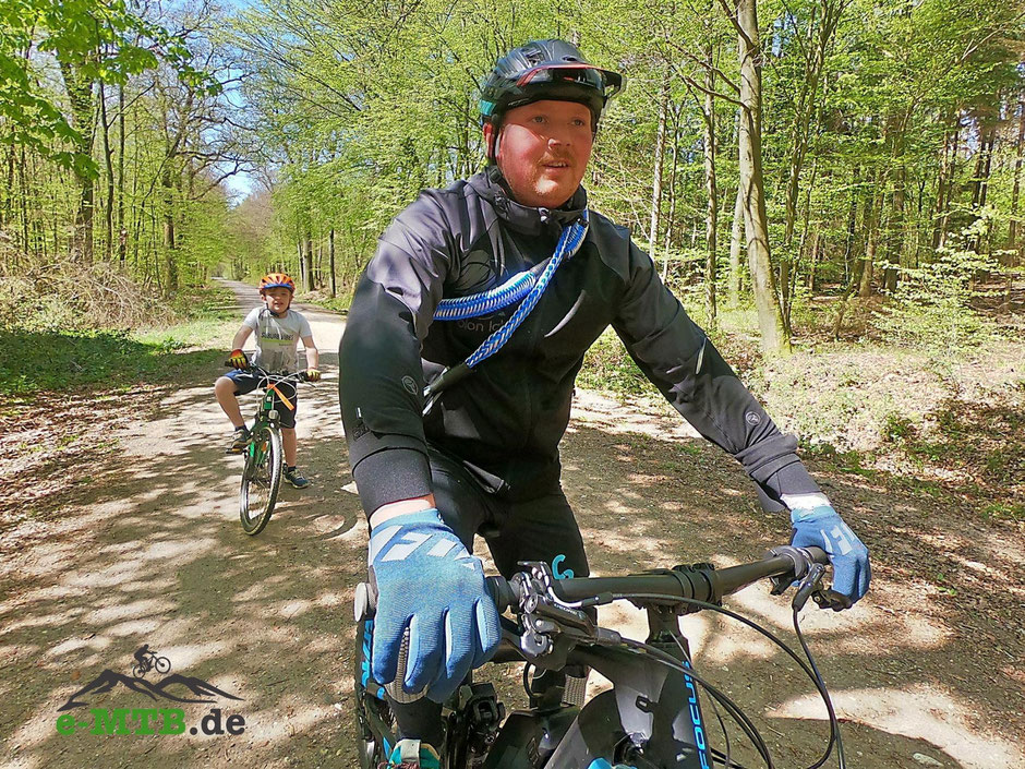 e-Mountainbike-Tour mit Kind und e-Bike Abschleppseil