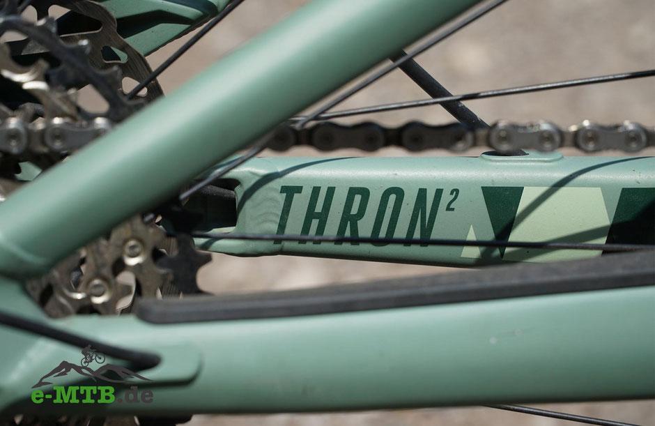Thron² Aufdruck auf dem e-MTB von Focus