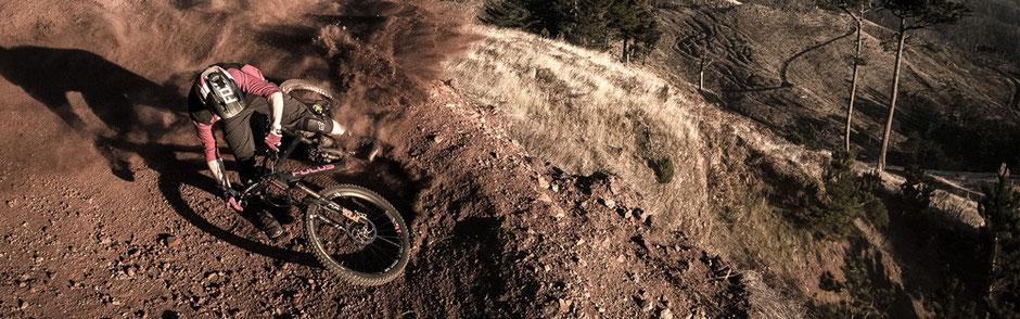 Sportlicher Fahrer auf dem Focus Sam²
