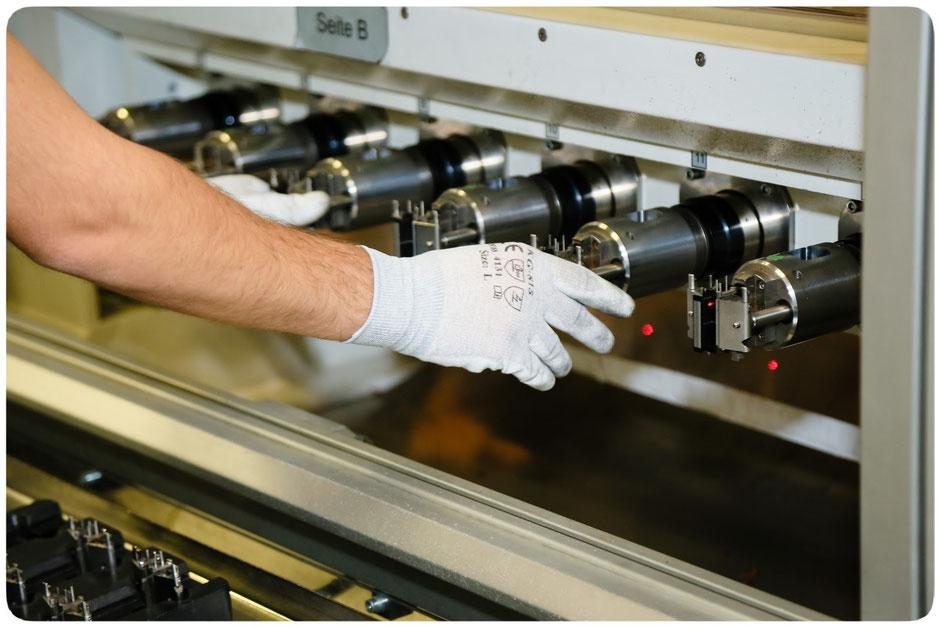 Kupferdraht-Wicklung im Rahmen der Produktion eines Bosch e-Bike Antriebs