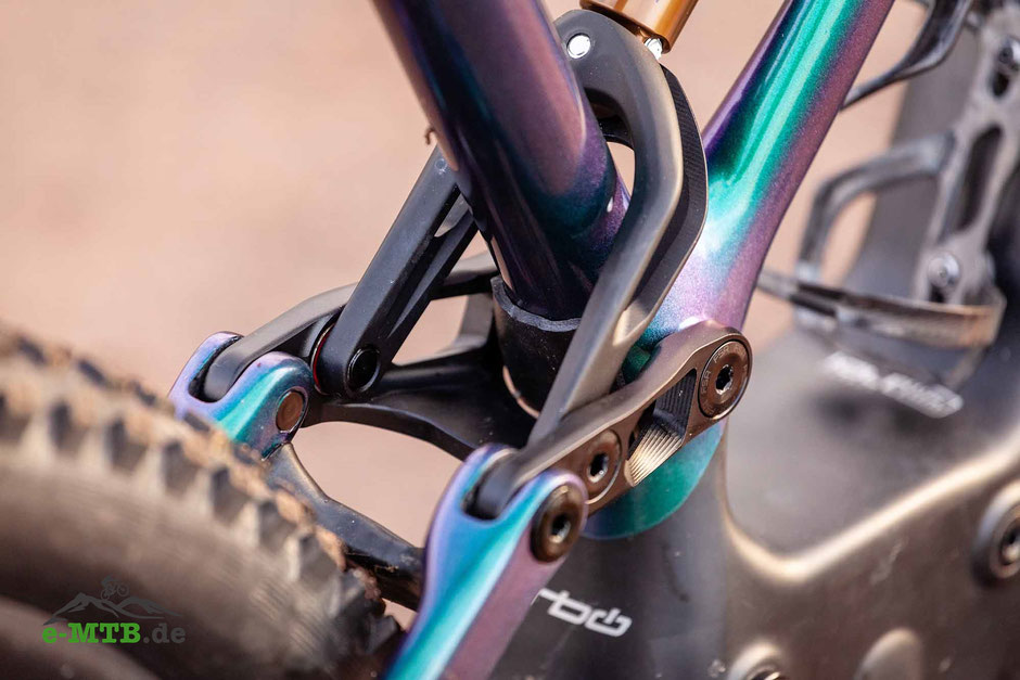Specialized Turbo Levo FSR 2019 Spalt an der Hinterradschwinge.
