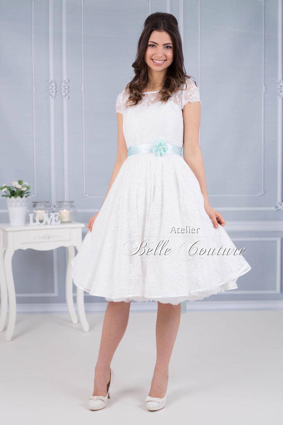 Petticoat Brautkleid mit Blütenspitze