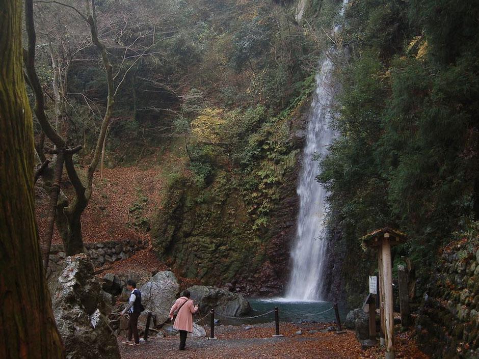 麓の駐車場から約1km、養老公園内にある養老の滝まで登る
