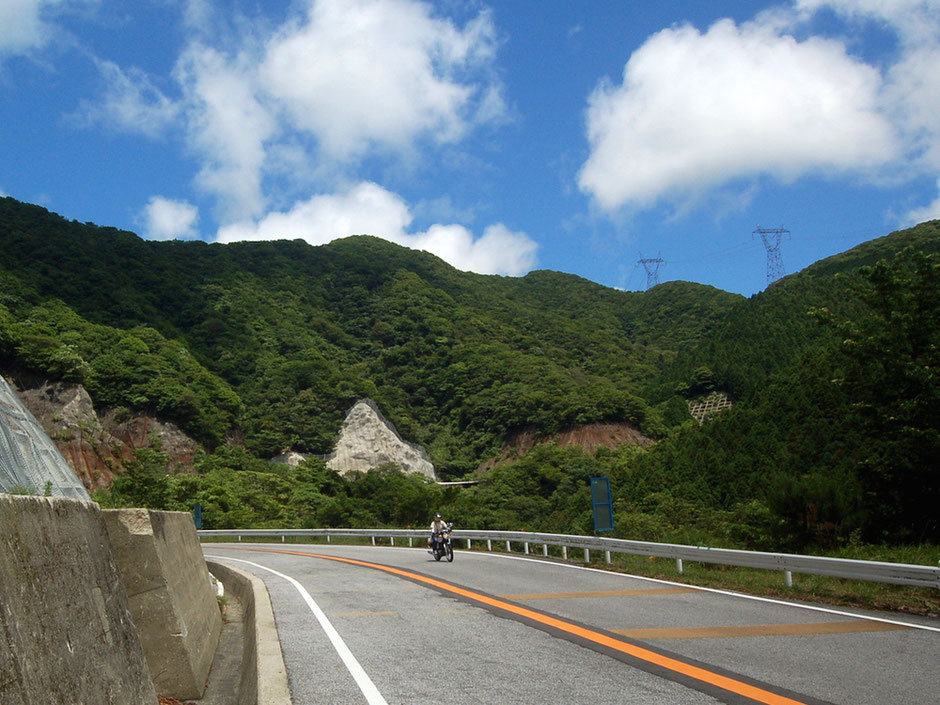 鈴鹿山脈を越えて滋賀県へ。台風や大雨後には通行止め情報に注意を