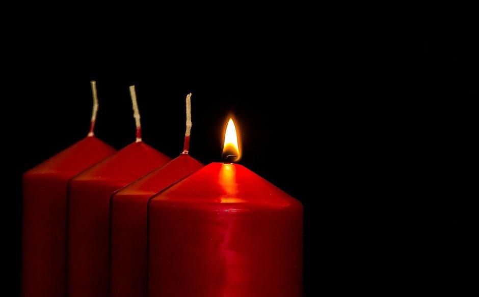 1 brennende Kerze