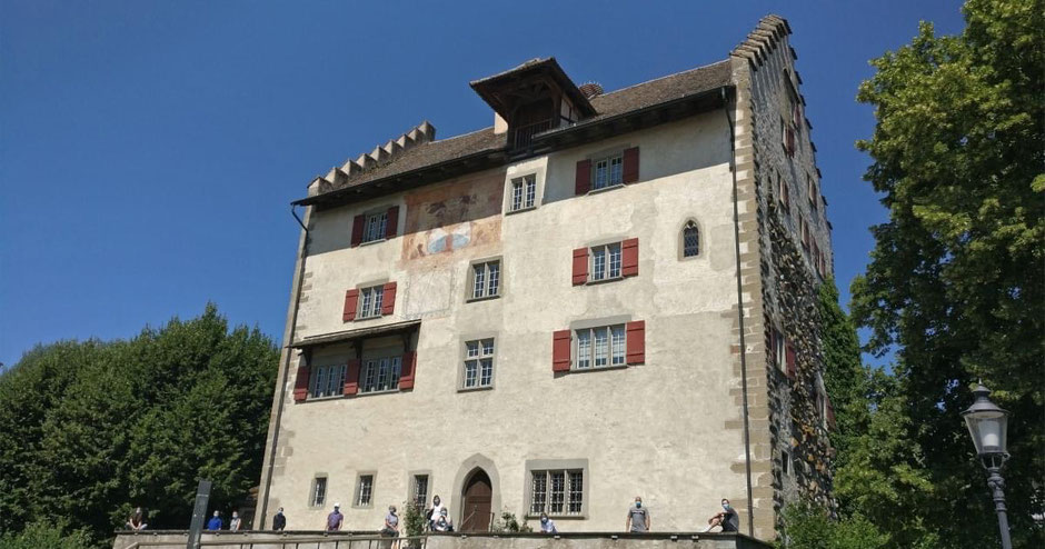 Gruppenfoto Stufe 1 Grundkurs vor Schloss Greifensee
