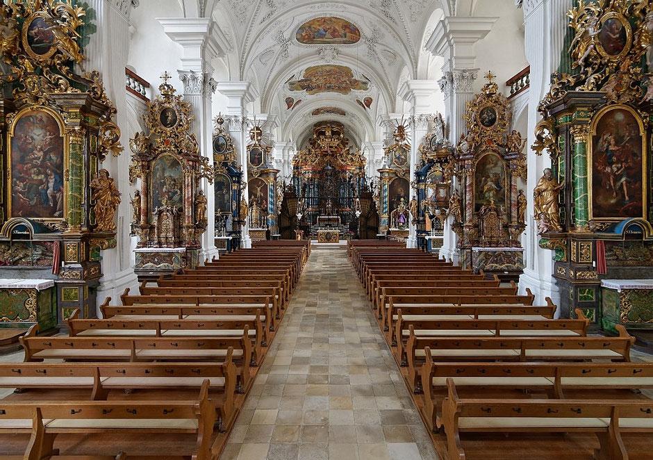 Inneres der Klosterkirche mit Blick auf den Hochaltar