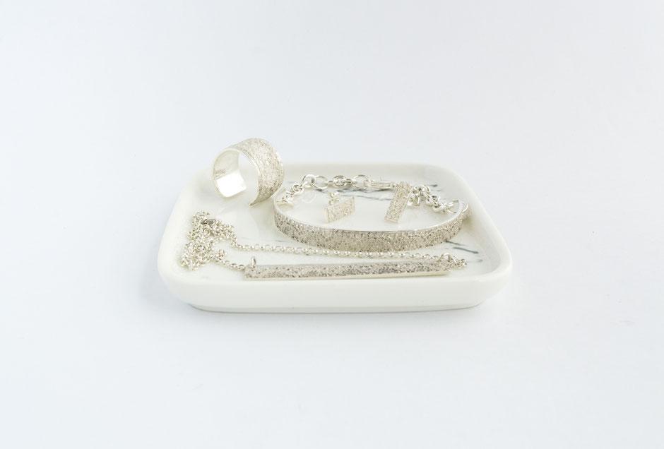 bague et bracelet en argent relief dentelle