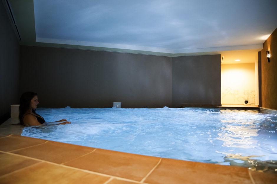 Aguadream com banhos mediterrânicos em Alvor,Portimão,Algarve,Portugal perfeito para uma tarde ou noite romântica com o parceiro ou a parceira nos banhos quentes,mornas,frias,de sal ou no Jacuzzi.