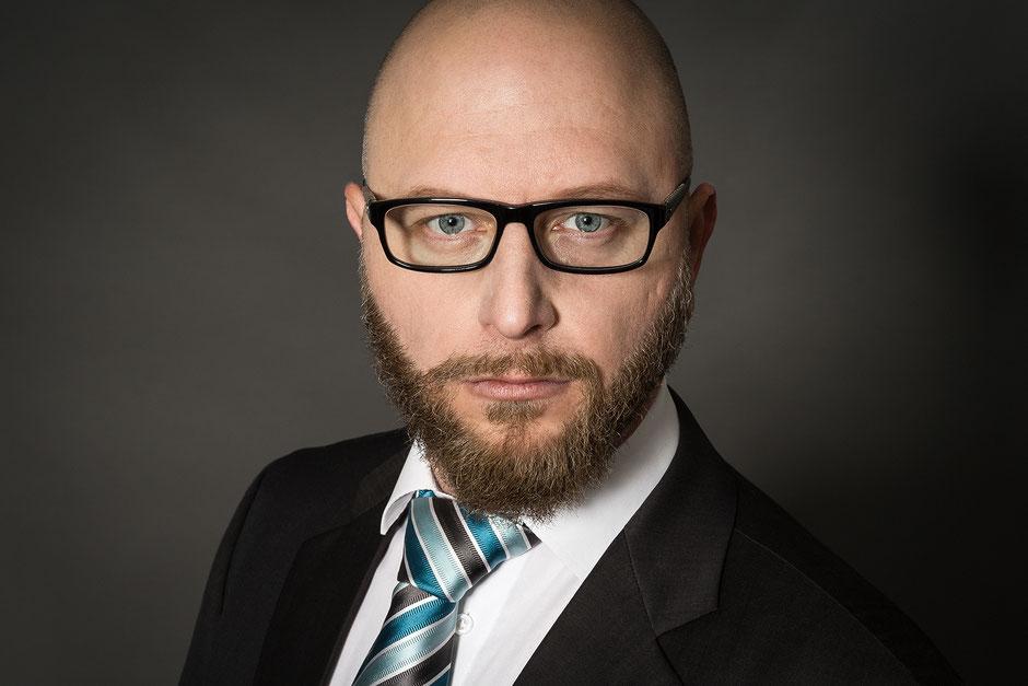 Businessportrait, Fotostudio, Porträt, Studiofotografie, Mann, Anzug