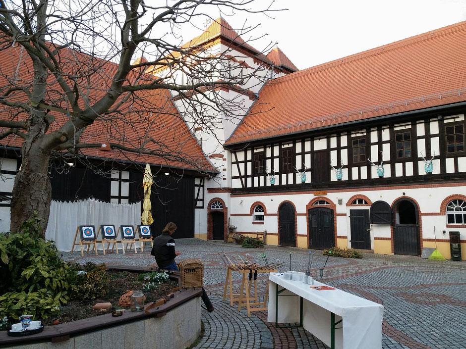 Bogenschießen auf dem Gut Priefel bei Altenburg
