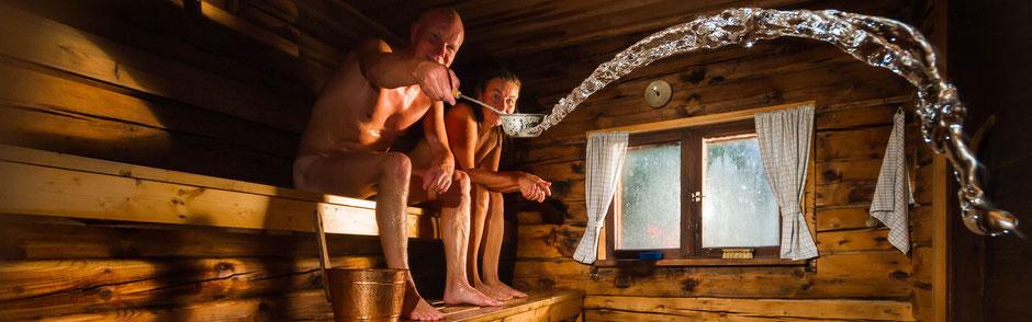 Saunazubehör mit Eimer und Kelle