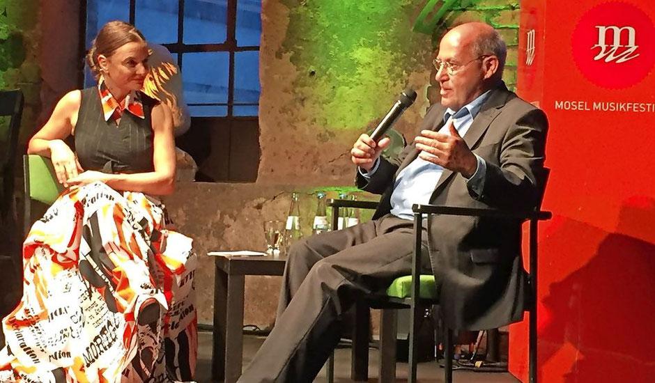 AnniKa von Trier und Gregor Gysi in der Glockengießerei. FOTO: TV / Anne Heucher