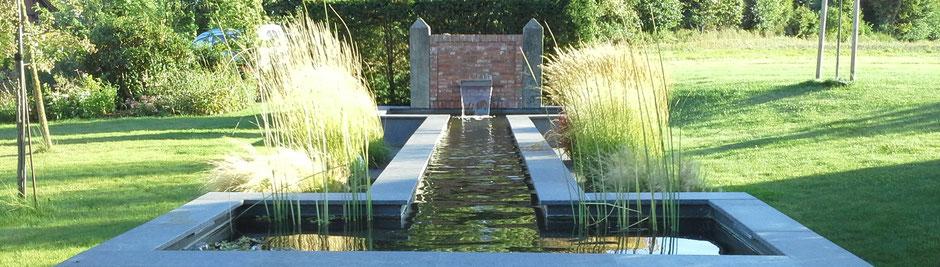 Wasser im Garten hat verschiedene Formen