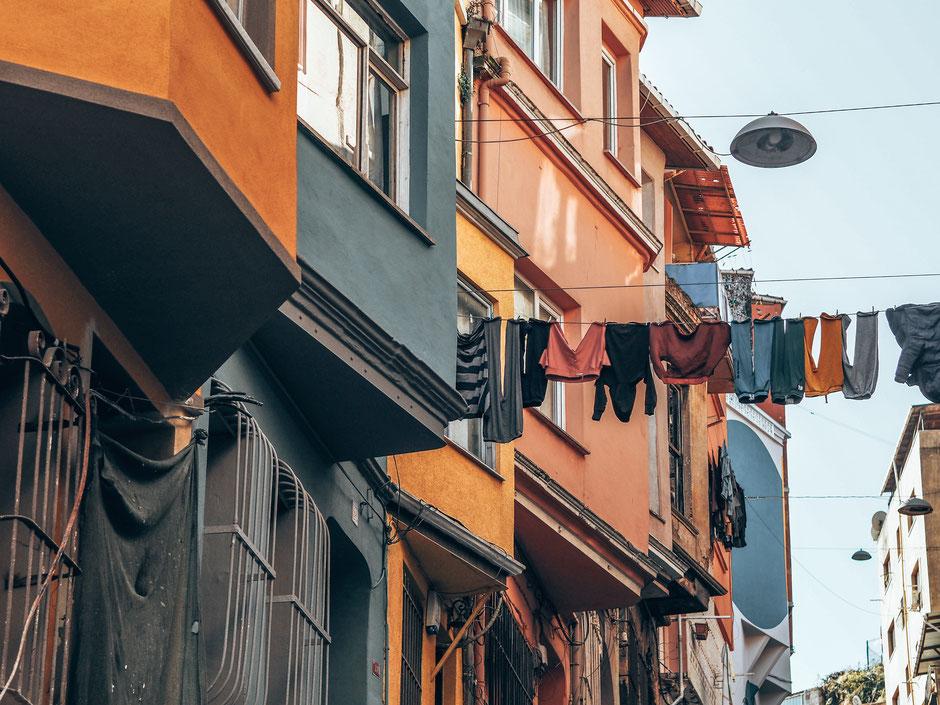 Wäscheleinen in Balat - sie findest du in fast jeder Straße