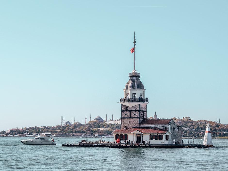 Mitten auf dem Bosporus - der Leanderturm, etwa 180m von Üsküdar entfernt