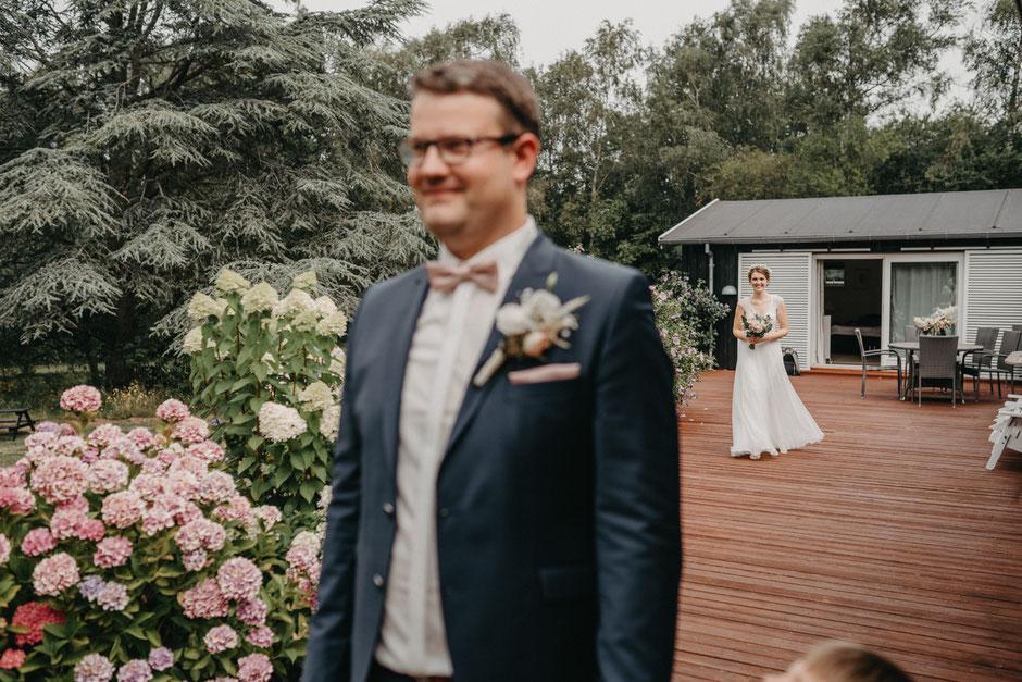 Heiraten in Dänemark, Heiraten in Norddeutschland, Hochzeitsfotografin Flensburg, Schleswig-Holstein, Heiraten am Meer, Brautpaar, Meer, Emotional, Hochzeitsfotos, Hochzeitsfotograf, Fotografin, Hochzeitsfotograf Schleswig-Holstein,  Hamburg