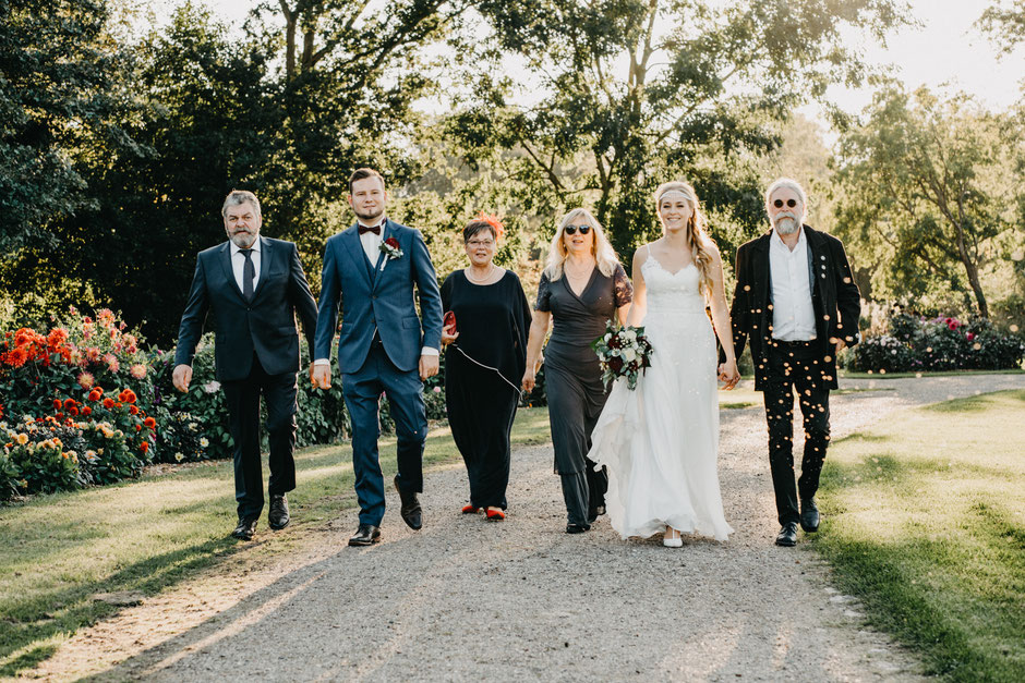 Heiraten in Deutschland, Hochzeitsfotos, weddingpictures, Heiraten in Norddeutschland, Hochzeitsfotoshoot, Brautpaar, Summerwedding, Sommerhochzeit, Wedding photography ideas, SamtweissundBling