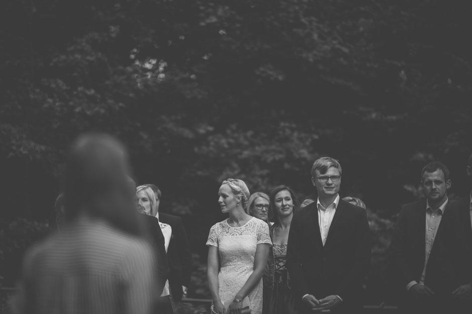 Landhochzeit im  Boho-Stil in Norddeutschland, Flensburg, Schleswig-Holstein, Hochzeit, Hochzeitsfotos, Emotionen natürlich festgehalten. Eine Hochzeitsreportage in Farbe und Schwarzweiss zum immer wieder erleben. Romantisch aber nicht kitschig, Fotos