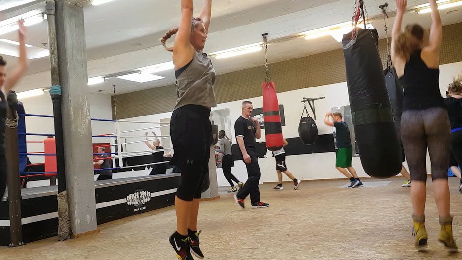 Boxen Boxclub Burpees Aufwärmen intervalltraining kraftttraining