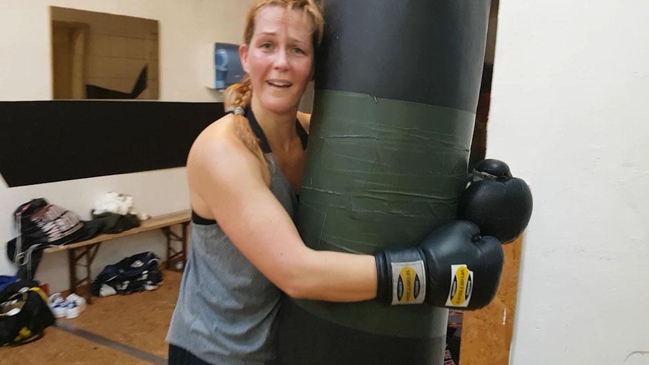 Boxen klammern sandsack training erschöpfung