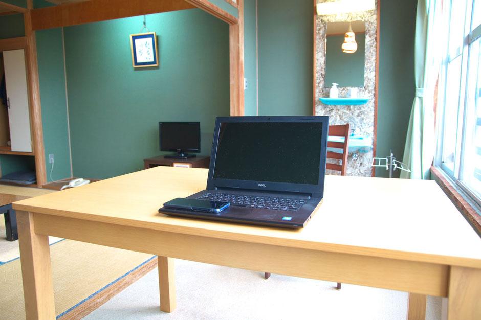 一部客室は、広縁にダイニングテーブルを置いています