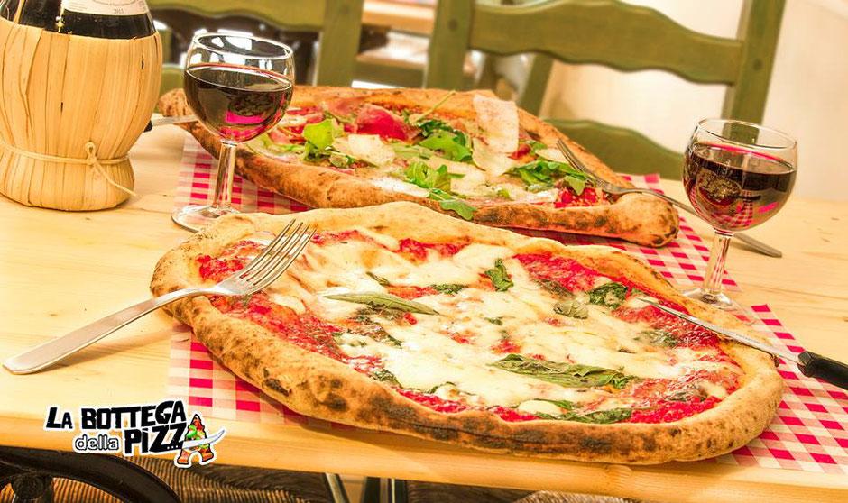 Pizza avec de la roquette à la bottega della pizza à casteau, soignies, élue meilleure pizzeria de la région du Hainaut, par foodprint grand concours national des pizzaiolo de Belgique