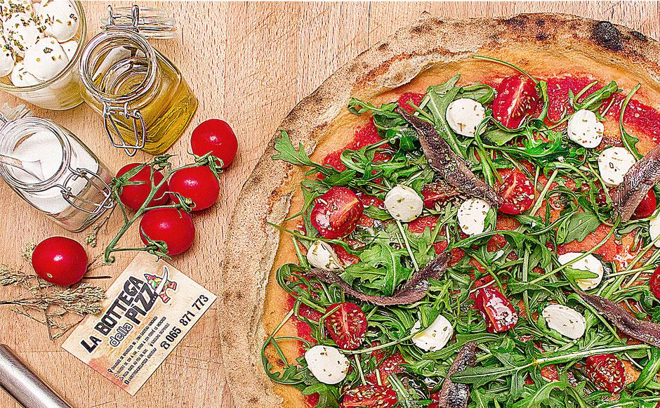 Pizza aux anchois et à la roquette, à la bottega della pizza casteau, soignies, mons, hainaut, shape, belgique