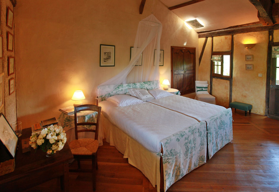 Chambres d'hôtes château de Mayragues -Castelnau de Montmiral Tarn - Chambre Duras