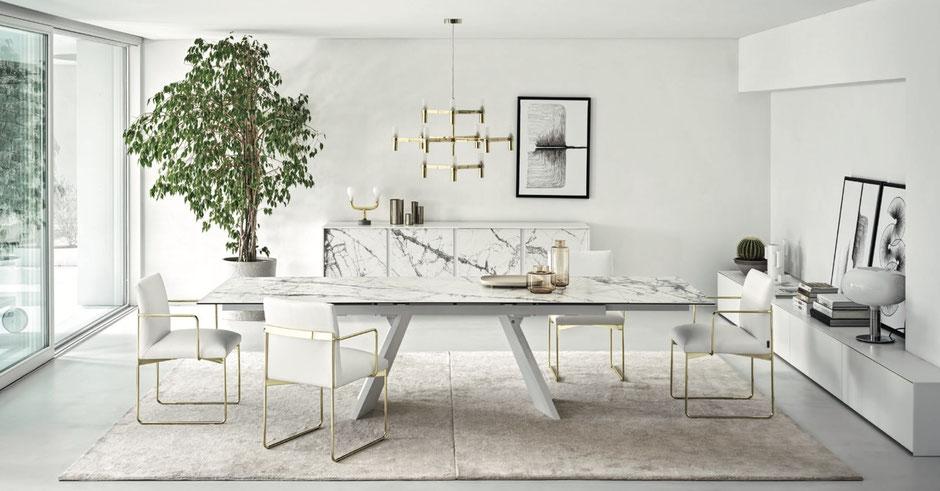 Tavolo moderno in marmo per il soggiorno