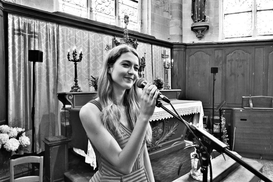 Chanteuse animatrice liturgique & pianiste •musiciens chanteurs •groupe de musique pour animation de messe de mariage à l'église • Eure et Loir, Loiret, Loir et Cher, Vendée, Paris, Morbihan, Vienne, Ille et Vilaine •BRETAGNE