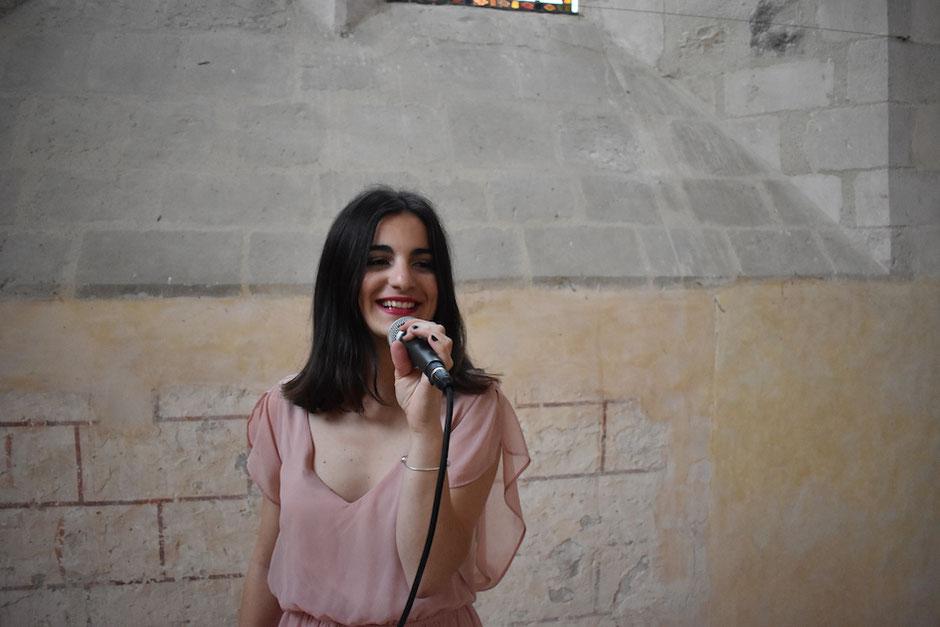 Chanteuse pour messe de mariage • Bretagne & Normandie •Caen Rennes Le Mans Tours Angers Mont Saint Michel Saint Malo Nantes