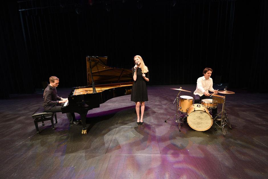 Chanteuse & musiciens pour mariage, vin d'honneur, cocktail, événement •reprises pop variété jazz •Bretagne •Rennes Saint Malo