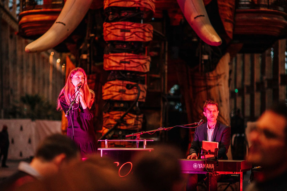 duo chant piano •duo piano voix •duo chanteuse pianiste •événement animation repas réception soirée entreprise vin d'honneur anniversaire Saint-Lô • Avranches • Coutances • Granville • Cherbourg-en-Cotentin • MANCHE • NORMANDIE