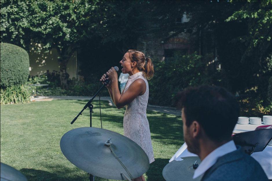 Musique live pour cérémonie laïque de mariage •chanteuse & pianiste •chanteurs musiciens •groupe de musique pour cocktail & événementiel en Normandie Bretagne Centre-Val de Loire Loire-Atlantique PARIS Rennes Caen Charrtres Evreux Orléans Blois Tours