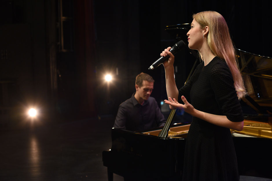 Chanteuse & pianiste pour cérémonie laïque de mariage & vin d'honneur Angers • Saumur • Cholet • MAINE ET LOIRE 49 PAYS DE LA LOIRE