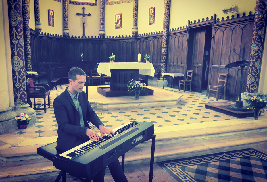 Chanteuse & pianiste pour animation de messe de mariage à l'église •chant de messe, gospel, liturgique •animatrice •Rouen Rennes Tours Amboise Chinon Evreux Deauville
