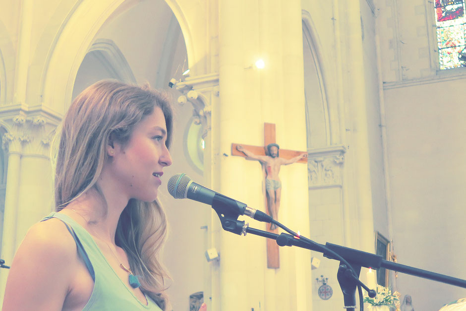 Chanteuse animatrice liturgique & pianiste pour messe de mariage •chant d'église •chant choral •gospel •musiciens pour cérémonie •Nantes Rouen Orléans Caen