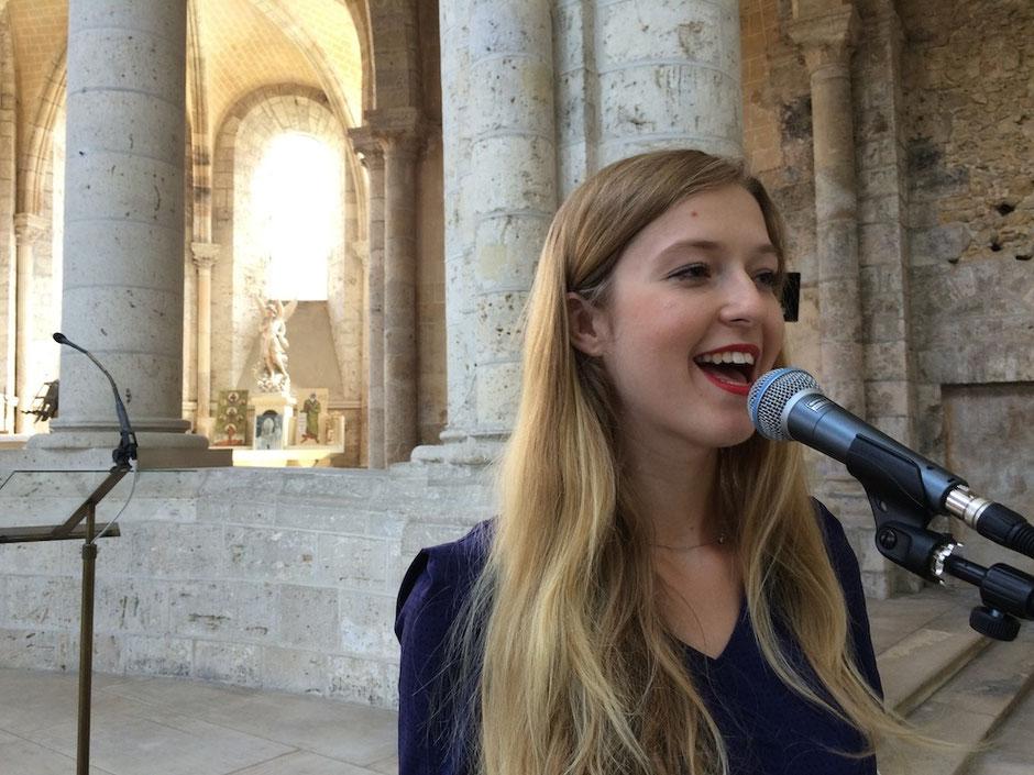 Chanteuse animatrice & pianiste pour messe de mariage, chanteurs pour animation cérémonie religieuse église Rouen Le Havre Dieppe SEINE-MARITIME 76 NORMANDIE