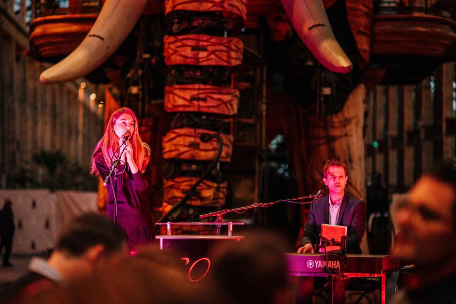 duo chant piano •duo piano voix •duo chanteuse pianiste •événement animation repas réception soirée entreprise vin d'honneur anniversaire Laval • Château-Gontier • MAYENNE • PAYS DE LA LOIRE