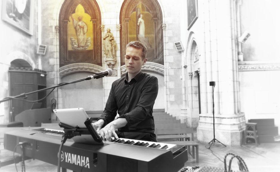 Chanteuse animatrice liturgique & pianiste, chant de messe pour cérémonie de mariage,musique religieuse,animation bénédiction baptême messe obsèques,groupe de musique, chanteurs gospel  Beauvais Clermont Compiègne Senlis OISE 60 HAUTS-DE-FRANCE  Paris