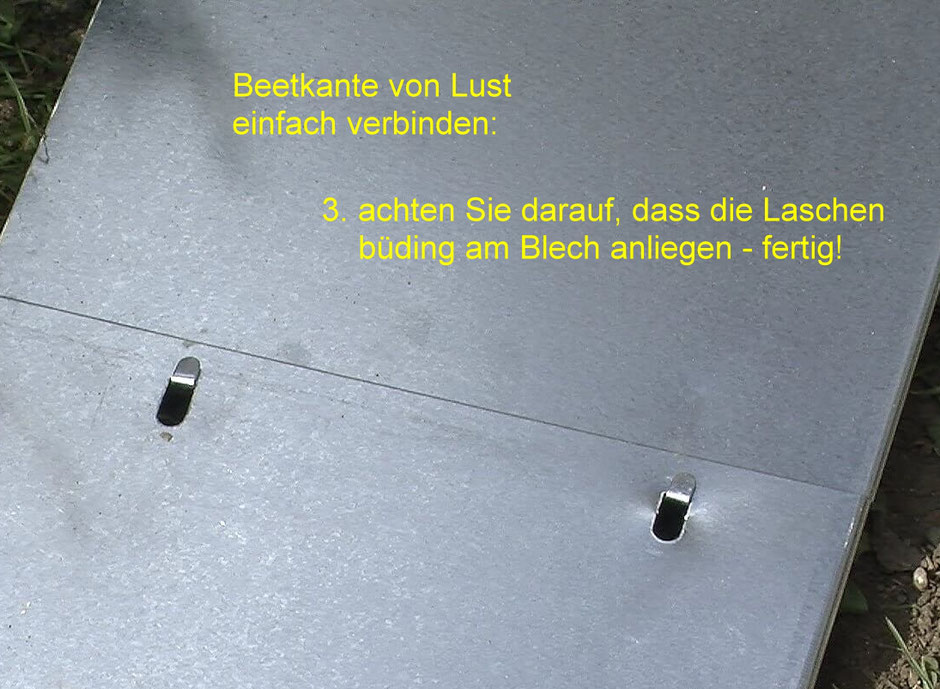 Beetkante von Lust Blechwaren einfach verbinden: Schritt 3 - Blechzungen bündig andrücken und schon können Sie die Kantenbleche in die Erde stecken.