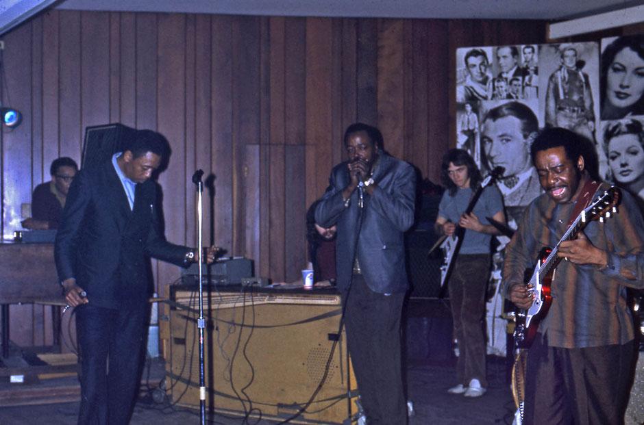 Carrey Bell et Eddie Taylor à Chicago en 1972. Photo André Fanelli.