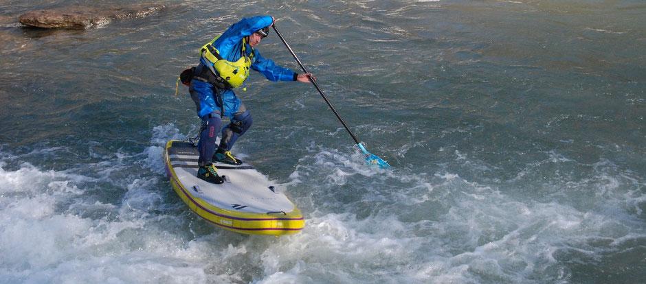 Wildwasser SUP Kurs auf der Möll in Kärnten Österreich; Whitewater SUP lessons on river Möll in Carinthia