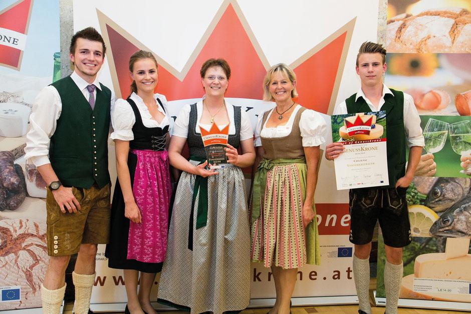 Familie Aichhorn aus Hüttschlag bei der Verleihung der GenussKrone in Gold